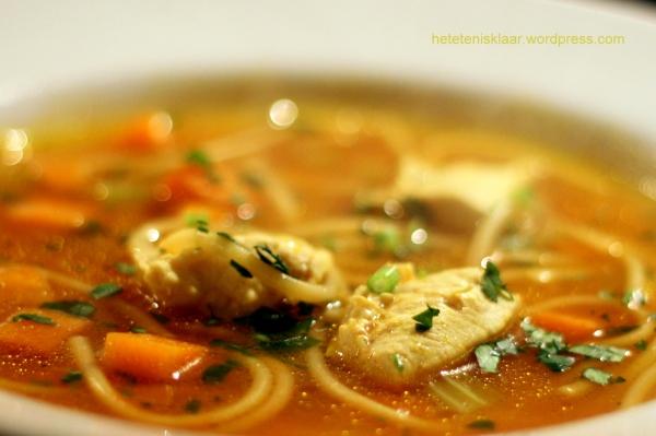 Spaghettisoep met kip en wortel