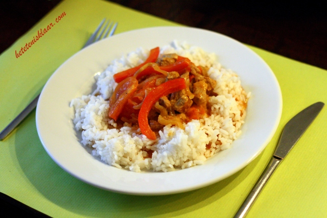 rijst met paprikasaus en varkensvlees