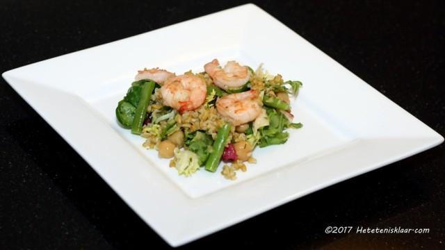 Salade met gamba en freekeh